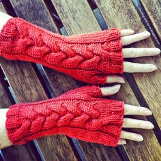 Free Knitting Pattern: Helga Cabled Mitts