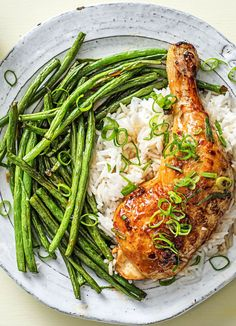Honey sriracha chicken legs with basmati rice and green beans Chicken And Beef Recipe, Chicken Leg Recipes, Veggie Recipes, Beef Recipes, Chicken Legs, Vegetarian Recipes, Healthy Recipes, Going Vegetarian, Veggie Food