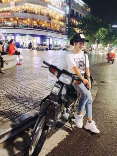 Scooter Girl, Ulzzang Girl, Real Women, Jeans Style, Honda, Eye Candy, Swag, Waves, Racing