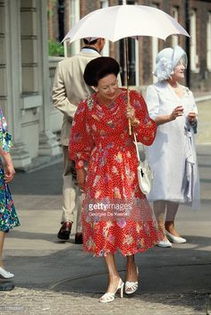 Princess Margaret (L), Countess of Snowdon, and the Queen Mother attend the Queen Mother's 90th Birthday outside Clarence House on August 4, 1990 in London, England.