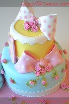 Doing this for my grandaughters birthday in January....oh so cute!!!!! (Well, I'll pay someone to do it - I've never done fondant icing...hah!)