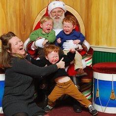Ce trio extrêmement mécontent : | 22 enfants qui n'ont VRAIMENT pas envie de faire une photo avec le Père Noël