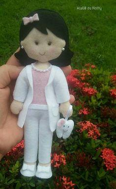 Diy Xmas Gifts, Waldorf Dolls, Paper Quilling, Diy Doll, Girl Dolls, Felt Diy, Felt Crafts, Diy Crafts, Busy Book