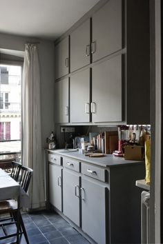 Cultural Exchange: An Artfully Appointed Parisian Flat - Remodelista