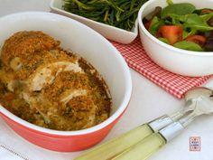 Petto di pollo in crosta di pane e erbe aromatiche, facile da cucinare, semplice ma non banale, un'alternativa alla solita scaloppina o fettina ai ferri.