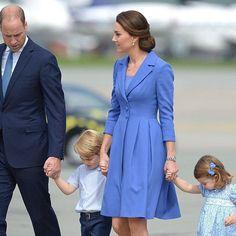 Welcome to Germany!!! 🇩🇪 #duchessofcambridge #dukeofcambridge #katemiddleton #princewilliam #cambridgefamily #princegeorge #princesscharlotte