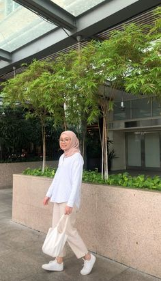 Hijab Fashion Summer, Modest Fashion Hijab, Modern Hijab Fashion, Street Hijab Fashion, Casual Hijab Outfit, Hijab Fashion Inspiration, Muslim Fashion, Hijabi Girl, Girl Hijab
