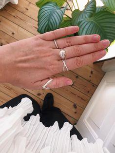 #hvisk #fashion #jewellery #jewelry #fash #instagram #insta #rings #silver #inspo #inspiration #plants #ruffles #whiteblack #blackwhite #bw #cool #diamonds #shine #bling #cph #copnehagen