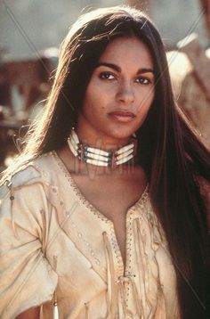 Free archive of historic Native American Indian Tribes Photographs, Pictures and Images. Photographs promote the Native American Tribes culture American Indian Girl, Native American Girls, Native American Pictures, Native American Beauty, Native American Tribes, Native American History, American Indians, American Symbols, American Art