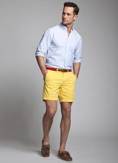 Choose a baby blue long sleeve shirt and yellow shorts to create a great weekend-ready look. Dark brown suede boat shoes are a perfect choice to complete the look. Yellow Shorts Outfit, Short Outfits, Summer Outfits, Summer Shorts, Summer Clothes, Estilo Cool, Blue Long Sleeve Shirt, Well Dressed Men, Preppy Style