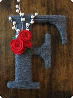 DIY Tutorial: DIY Yarn Crafts / DIY: Holiday Yarn Letters - Bead #Christmas #thanksgiving #Holiday #quote