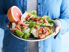 Lohipoke salaattikupissa Fresh Rolls, Cobb Salad, Tacos, Ethnic Recipes