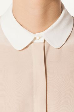 BLOUSE WITH A WHITE COLLAR
