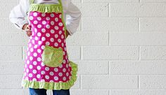 Sweet apron for little girls, WHAT ?? now my girls tell me they need aprons to match their room....