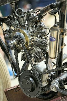 The engine is a modern scale version of period Gnome & Rhone overhead valve 9 cylinder radial aircraft engine. Vintage Motorcycles, Custom Motorcycles, Custom Bikes, Cars And Motorcycles, Motos Vintage, Vintage Bikes, Radial Engine, Motorised Bike, Motorcycle Engine