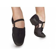 Ref: Bloch's Elastosplit is the newest and most innovative of jazz shoes, the entire centre part of the shoe has been removed and replaced with a highly technical framework of elastic. This framework not only allows the foot to reach full potential Jazz Shoes, Dance Shoes, Dance Gear, Salsa Shoes, Classic Jazz, Yoga Dance, Fitness Activities, Dance Fashion, Just Dance