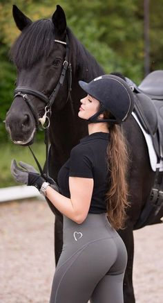 The most important role of equestrian clothing is for security Although horses can be trained they can be unforeseeable when provoked. Riders are susceptible while riding and handling horses, espec… Equestrian Girls, Equestrian Outfits, Equestrian Style, Estilo Cowgirl, Riding Pants, Horse Riding Leggings, Horse Girl, Sexy Jeans, Sport Girl