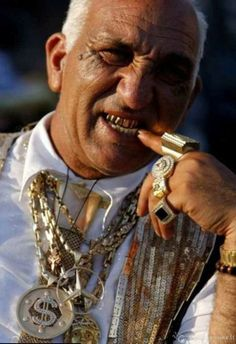 Gypsy with bling Gypsy Life, Gypsy Soul, We Are The World, People Of The World, Romanian Gypsy, Gold Teeth, Grillz, Millionaire Lifestyle, Luxury Lifestyle