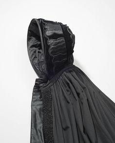 lange cape of manteline van zwart laken, Cadzand #Cadzand