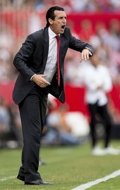 Head coach Unai Emery of Sevilla FC gives instructions during the La Liga match between Sevilla FC and FC Barcelona at Estadio Ramon Sanchez Pizjuan on October 3, 2015 in Seville, Spain.