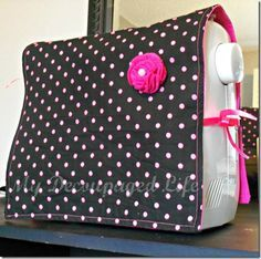 Easy sewing machine cover - I need this. My sewing machine is getting dusty in between projects. Easy Sewing Projects, Sewing Projects For Beginners, Sewing Hacks, Sewing Tutorials, Sewing Crafts, Sewing Patterns, Sewing Ideas, Tutorial Sewing, Sewing Diy