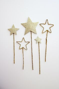 "Star wands!  Great little ""gifts"" or make and take crafts to have on hand for wee Christmas visitors. #pipecleaner #holidays #star #glitter #sparkle #craft #kids #make #decorate #food #party Glitter Stars, Glitter Force, Gold Stars, Christmas Time, Christmas Is Coming, Christmas Crafts, Xmas, Pipe Cleaners, Fairy Wands"