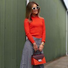 Qué tendrá el rojo que nos vuelve a todas locas? . . . #trendencias #moda #trends #tendencias #fashion #lookoftheday #ootd #wiw #wiwt #red #style #streetstyle