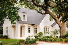 Thinking of painting your homes old, tired exterior? Today we are sharing the pros, cons, and color inspirations for painted brick. French Country Exterior, Modern French Country, French Country House, English Cottage Exterior, Country House Design, Brick Cottage, Cottage Homes, Cottage Home Plans, Exterior Paint
