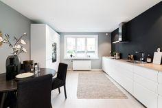 (1) FINN – MAJORSTUEN: Stor, lekker og nyoppusset 3-R m/delikat kjøkken og bad - 1-stavs eikeparkett - Heis - Kabel-TV & fyr inkl.