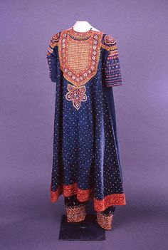 fowler womanu0027s tunic aba and pants selwa khatrie peoples muslim textile