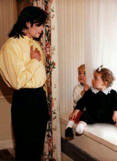 Michael Jackson his kids ,prince Jackson , paris Jackson 👌 Paris Jackson, Michael Jackson Vivo, Michael Jackson Fotos, Stephanie Mills, Michael Jackson Wallpaper, Lisa Marie Presley, Jackson Family, Jackson 5, Elvis Presley