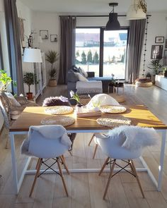 Low Budget Home Decorating Can Really Give Your Home a Lift Elegant Home Decor, Elegant Homes, Living Room Designs, Living Room Decor, Bedroom Decor, Budget Home Decorating, Home Improvement Loans, Online Home Decor Stores, Home Values