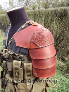 epaulette pour airsoft - Airsoft pauldron by Karbanog on deviantART Steampunk Armor, Larp Armor, Cosplay Armor, Shoulder Armor, Shoulder Pads, Leather Armor, Leather Tooling, Elmo, Armour Tattoo