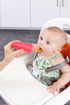 Baby Löffelspender Squirt - Besonders praktisch auf Reisen mit Baby