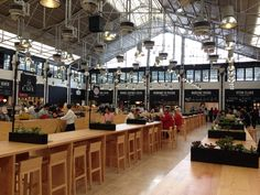 Mercado da Ribeira in Lisboa, Portugal. Market stalls featuring scrumptious food from some of the best restaurants around Lisboa. Plus, open non stop for lunch/dinner and on Sundays too. Perfect for travelling with a toddler who wakes up right when most shops close for lunch at 3pm.