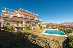 Large newly built villa in Los Flamingos Golf. Long term 10.500 € per month