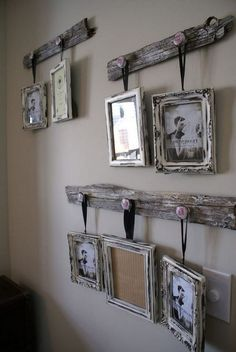 Rustic wall decor ideas to make - cute DIY idea for hanging pictures on the wall with old wood (pallet woods?) home rustic DIY Gallery Wall Ideas - Accent Wall Decorating Ideas To Copy - Decluttering Your Life Diy Home Decor Rustic, Rustic Wall Decor, Rustic Walls, Easy Home Decor, Handmade Home Decor, Diy Wall Decor, Farmhouse Decor, Country Farmhouse, Modern Farmhouse