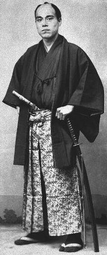 福澤 諭吉 1835 – 1901, 慶応義塾大学創立者。 啓蒙主義者、教師、翻訳家、起業家、ジャーナリスト。 時事新聞、感染症研究所などの設立がある。 彼は初期の日本の市民権活動家、自由主義イデオロギー学者だった。 明治時代には、政府や社会制度に関する彼のアイデアは、急速に変化する日本に永続的な印象を与えた。