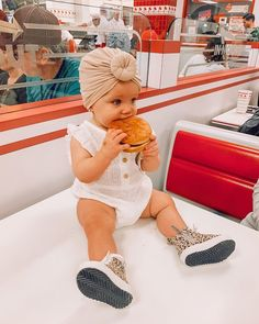 Payson just wanted to be left alone with her burger & we can all relate to that ❤️😍 Cute Little Baby, Lil Baby, Cute Baby Girl, Little Babies, Cute Babies, Camo Baby, Baby Gap, Little Girl Models, Little Kid Fashion