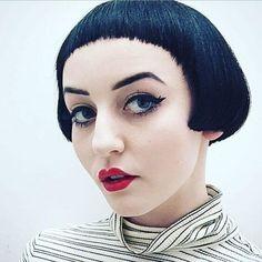 50 Pagenkopf-Haarschnitte #haarschnitte #pagenkopf Bob With Bangs, Short Bangs, Bob Bangs, Messy Bob Hairstyles, Straight Hairstyles, Short Haircuts, Beatles, Pageboy Haircut, French Bob