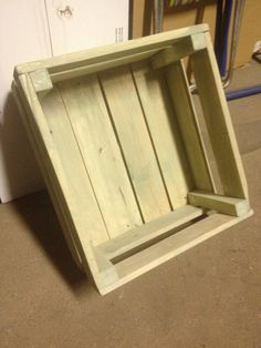 Caja de madera verde olivo
