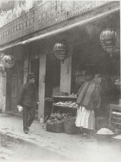 San Francisco Chinatown circa 1900    Shoppers look over the produce on offer at a neighborhood grocery. Note the lacquered lanterns -- a fixture of old Chinatown. Photo by Arnold Genthe.
