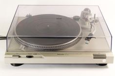 VINTAGE TECHNICS SL-D2 DIRECT DRIVE AUTOMATIC TURNTABLE WITH 270C CARTRIDGE
