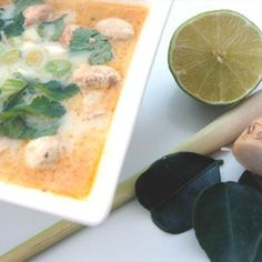 Tom Kha gai csirkeleves Paste Recipe, Red Curry Paste, Citronella, Soul Food, Cheeseburger Chowder, Chili, Salmon, Recipies, Menu