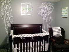 Totally personalized bumper-less crib bedding from @studioslumber - we love this gray chevron!