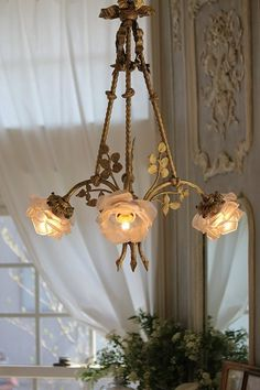 Shabby chic hanging flower lamp,,love to have one somewhere in my house Chandelier Bougie, Chandeliers, Chandelier Lighting, Romantic Cottage, Shabby Cottage, Victorian Cottage, Antique Lamps, Antique Chandelier, French Chandelier