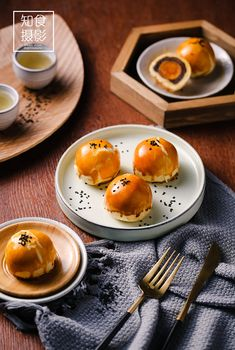 Breakfast Photography, Food Photography Styling, Food Styling, Chinese Breakfast, Chinese Moon Cake, Food Flatlay, Tea Snacks, Chinese Food, Chinese Desserts
