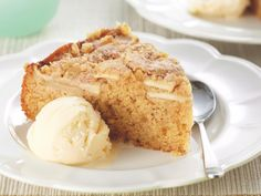 Deliciously moist, this sour cream and apple cake is perfect served straight from the oven with a dollop of ice-cream. Filling Food, Cream Cheese Filling, Apple Sour Cream Cake, Pear Dessert, Apple Cake Recipes, Apple Cakes, Lemon Muffins, Easy Banana Bread, No Bake Desserts