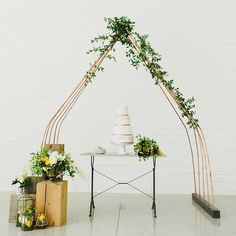 """""""Pretty sweet cake table display from the Minimal Art Editorial we are sharing #onGWS today {direct link in profile to see more} Thanks to  planning +…"""""""