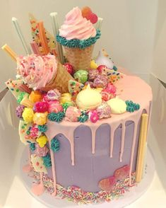 Like a cake decorator who sells their cakes or a home baker who prepares desserts for friends and family, it is necessary to learn all. Torta Candy, Candy Cakes, Cupcake Cakes, Cake Boss Cakes, Candy Birthday Cakes, Birthday Cupcakes, Kreative Desserts, Beautiful Cake Designs, Beautiful Birthday Cakes
